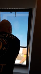 foliowanie szyb w oknach dachowych