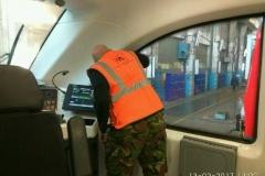 Oklejanie szyb folią w pociągu